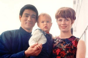 Bruce Lee with son Brandon Lee and wife Linda Lee.